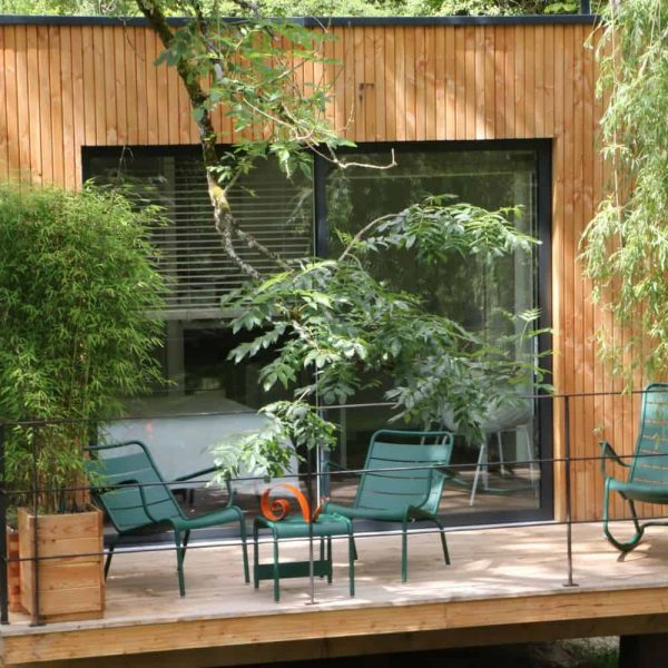 La cabane et sa terrasse